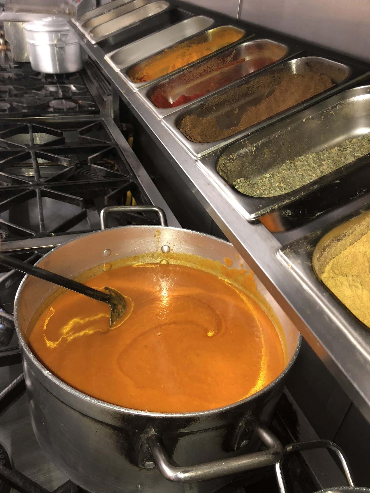 Base Gravy Pot & Spice Rack