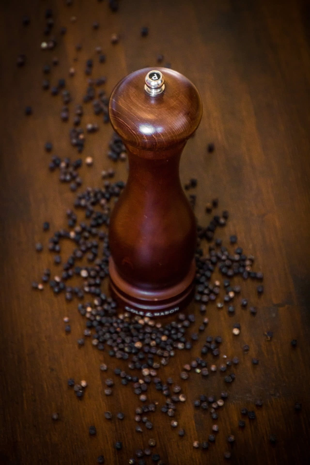 Black Pepper Mill & Corns
